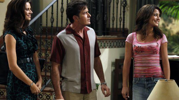 Charlie (Charlie Sheen, M.) trifft seine Ex-Verlobte Mia (Emmanuelle Vaugier,...