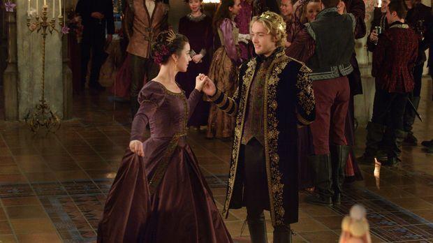 Trotz aller Hindernisse kommen sich Mary (Adelaide Kane, l.) und Francis (Tob...