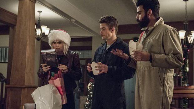 Weihnachten steht bevor und während sich Liv (Rose McIver, l.) über eine neue...