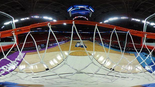 Basketball: Blick vom Korb
