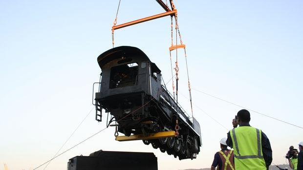 Jahrzehntelang hat eine 100 Tonnen schwere Dampflok Güterzüge durch Südafrika...