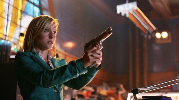 Ohne Clark und mit Zod in Lex' Körper ist die Erde in Gefahr. Chloe (Allison...
