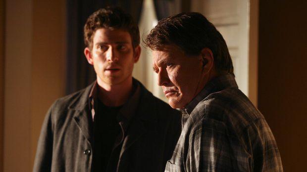 Freut sich zu hören, dass sein Sohn Nick (Bryan Greenberg, l.) wieder in sein...