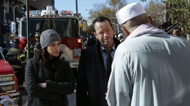 Danny (Donnie Wahlberg, M.) und Baez (Marisa Ramirez, l.) ermitteln in einem...