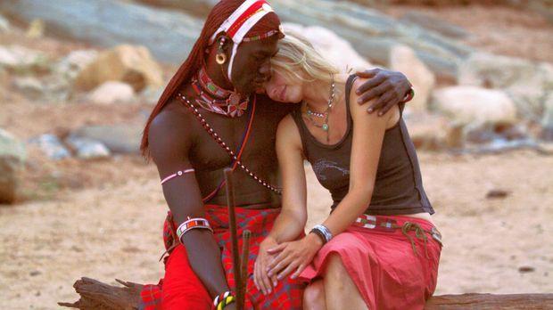Die weiße Massai - Lässt sich Carolas (Nina Hoss, r.) Leben mit dem von Lemal...