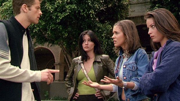 (v.r.n.l.) Piper (Holly Marie Combs), Phoebe (Alyssa Milano) und Prue (Shanne...