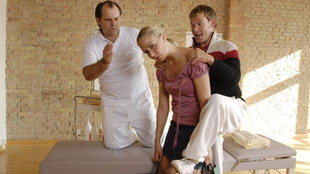 Viel Pech in der Comedy-WG: Janine (Janine Kunze, M.) muss zum Masseur (Marku...