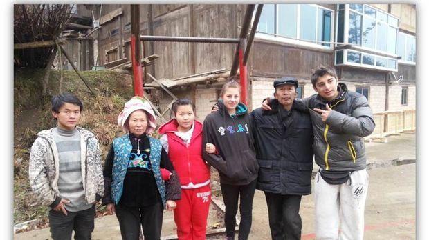 In China sollen Chantal (3.v.r.) und Daniel (r.) lernen, was Respekt, Diszipl...
