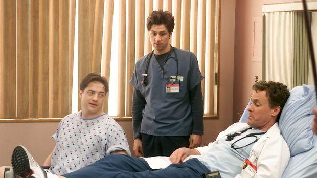 J.D. (Zach Braff, M.) bewundert das Verhalten von Dr. Cox (John C. McGinley,...