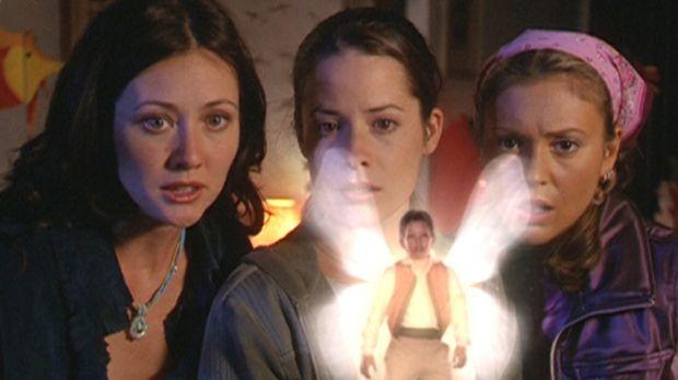 Prue (Shannen Doherty, l.), Piper (Holly Marie Combs, M.) und Phoebe (Alyssa...