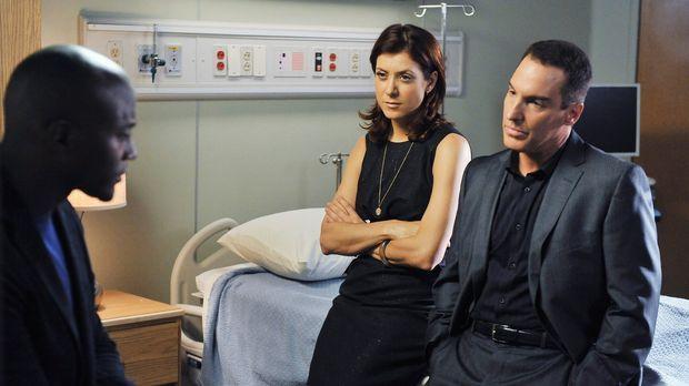 Machen sich Sorgen um die schwangere Kim, die mit ihrem Vater in die Praxis g...
