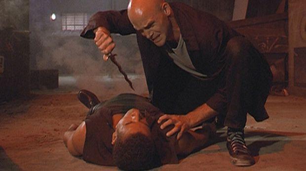 Inspektor Morris (Dorian Gregory, l.) ist von Emilio (Fleming Brooks, r.) nie...
