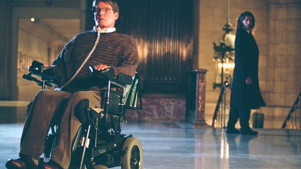 Ahnt Lionel (John Glover, r.), dass Dr. Virgil Swann (Christopher Reeve, l.)...