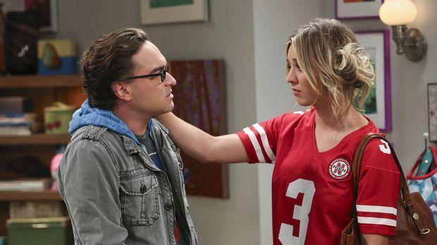 Während Leonard (Johnny Galecki, l.) es ausnutzt, dass Penny (Kaley Cuoco, r....