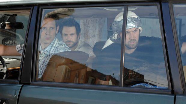 Mac (Rob McElhenny, M.), Dennis (Glenn Howerton, l.) und Charlie (Charlie Day...