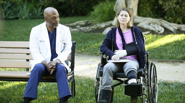 Nachdem Meredith (Ellen Pompeo, r.) brutal von einem Patienten angegriffen wi...