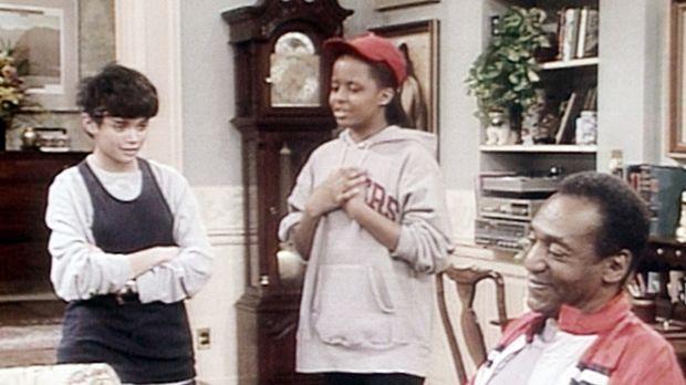 Denise (Lisa Bonet, l.) und Vanessa (Tempsett Bledsoe, M.) sind in heller Auf...
