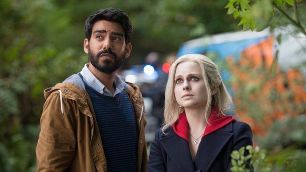 Ravi (Rahul Kohli, l.) und Liv (Rose McIver, r.) ahnen nicht, dass der Verzeh...