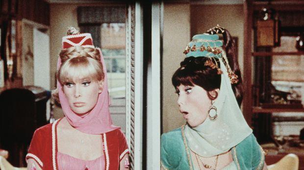 Jeannie (Barbara Eden) hat den Fehler begangen, ihre Schwester - die ihr glei...