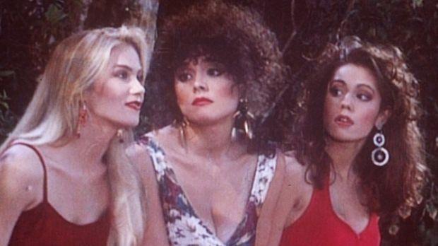 Weil sie ihre Verehrer zurückgewiesen haben, wurden Kelly (Christina Applegat...