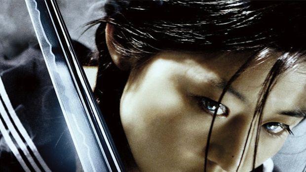 Saya (Gianna Jun) ist ein Halbblut - ihr Vater war Mensch, die Mutter Vampir...