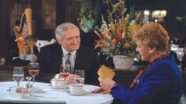 Jessica (Angela Lansbury, r.) ist erstaunt zu hören, dass ihr früherer Verleg...