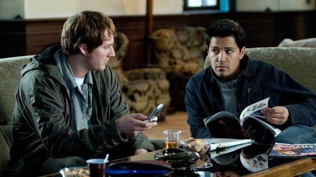 Als die Studenten Paxton (Jay Hernandez, r.) und Josh (Derek Richardson, l.)...