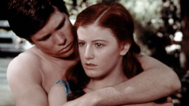 Drew (Tony Becker, l.) möchte eine ganze Nacht mit Elizabeth (Kami Cotler, r....