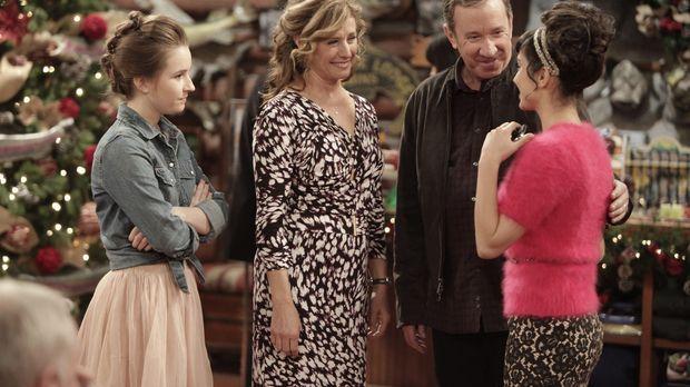 Von der Weihnachtsstimmung eingefangen: Eve (Kaitlyn Dever, l.), Vanessa (Nan...