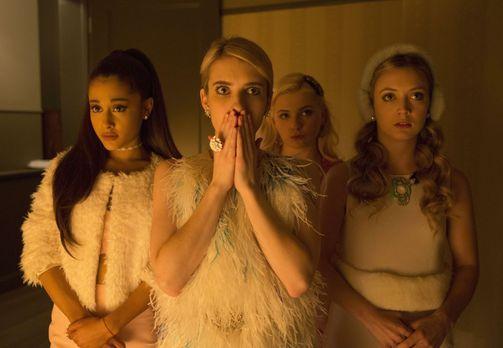 Die Kappa Kappa Tau Königin Chanel (Emma Roberts, 2.v.l.) und ihre Verbindung...