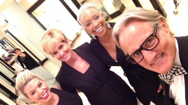 Nikky (l.), Lori (2.v.l.) und Monte (r.) müssen der Braut Brande (2.v.r.) hel...