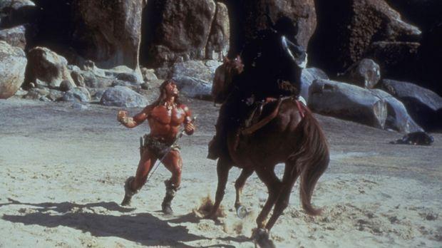 Der Zerstörer Conan (Arnold Schwarzenegger, l.) fürchtet sich vor nichts und...