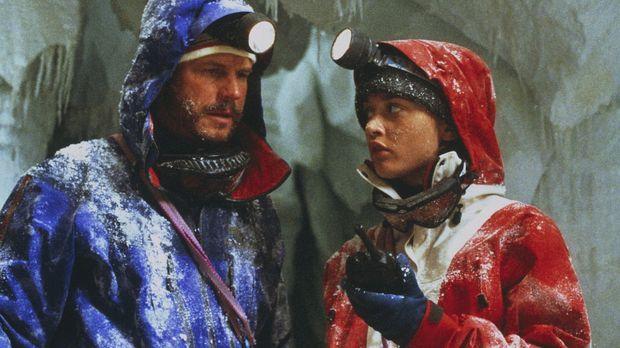 Milliardär Elliot (Bill Paxton) und seine Führerin Annie (Robin Tunney) sind...