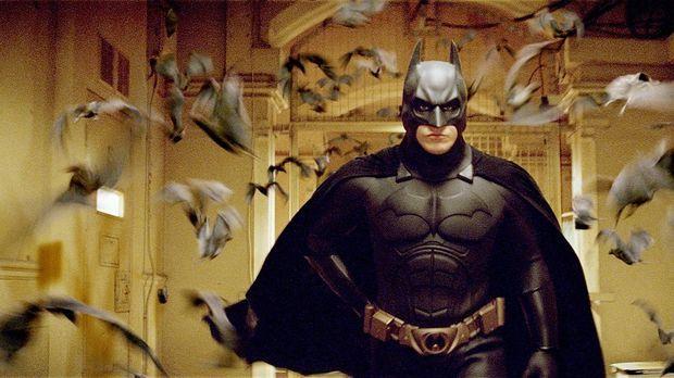 Als kleiner Junge wurde Bruce Wayne (Christian Bale) in einem Brunnenschacht...
