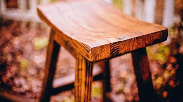 Holz-Stuhl-draußen-pixabay