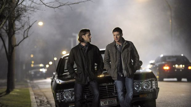 Noch ahnen Sam (Jared Padalecki, l.) und Dean (Jensen Ackles, r.) nicht, dass...