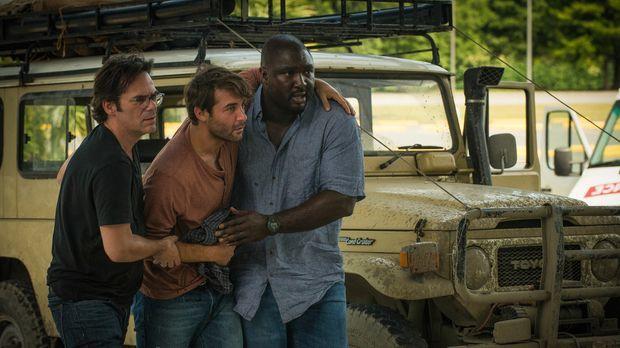 Dem Rebellenüberfall gerade so entkommen, versuchen Mitch (Billy Burke, l.) u...