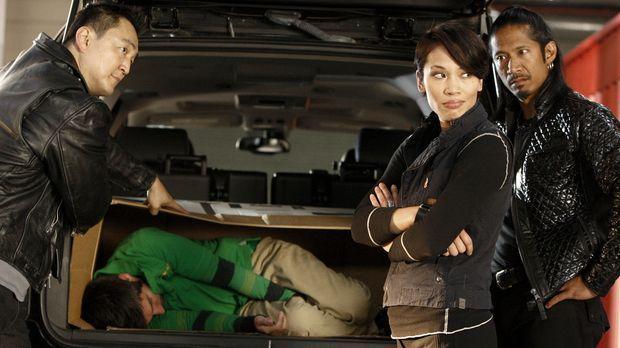 Chuck gegen Morgan (Joshua Gomez, liegend) ... © Warner Bros. Television