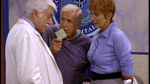 Mark (Dick Van Dyke, l.) und die neue Dekanin Madison Wesley (Joanna Cassidy,...