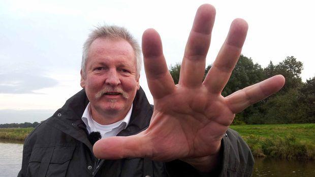 2,05 m groß, 145 kg schwer, Hände so groß wie Bratpfannen und doch so sensibe...