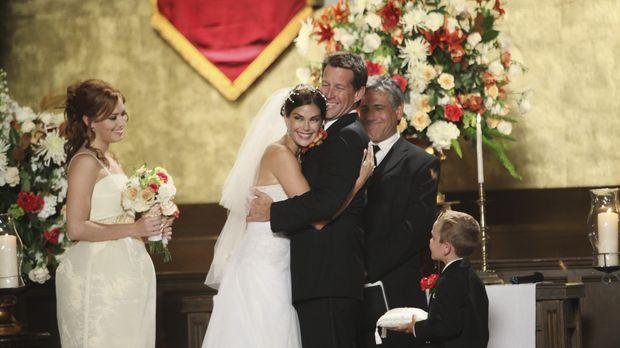 Endlich sind sie wieder vereint: Susan (Teri Hatcher, 2.v.l.), Mike (James De...