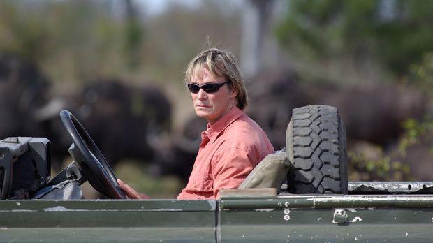 In der entlegenen Wildnis Südafrikas macht sich Austin Stevens auf die Suche...