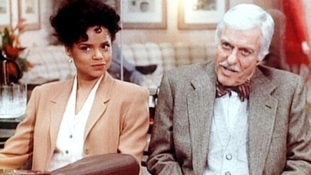 Amanda (Victoria Rowell, l.) und Dr. Mark Sloan (Dick Van Dyke, r.) sitzen sk...
