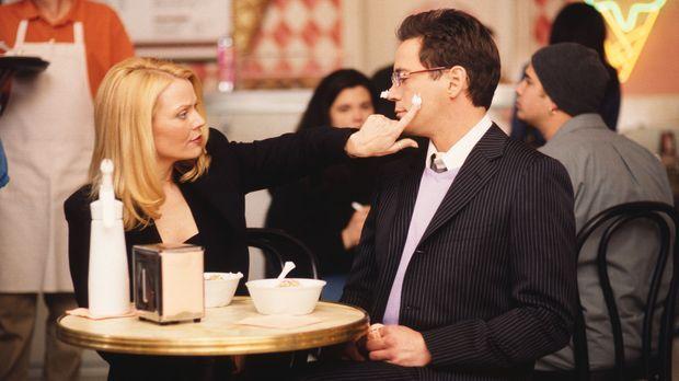 Bandeln Larry (Robert Downey Jr., r.)  und seine Ex-Freundin Helena Fisher (G...
