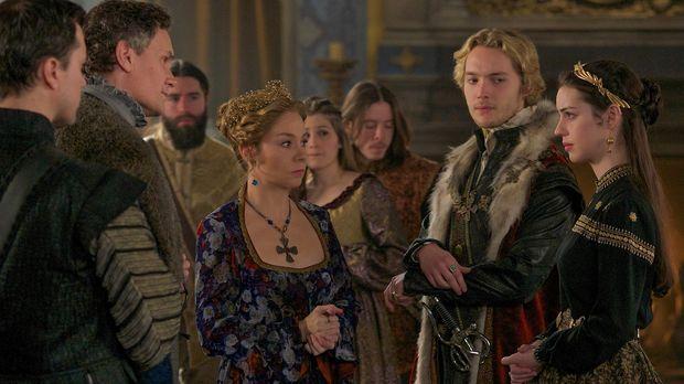 Empfangen Catherine (Megan Follows, 2.v.l.), Francis (Toby Regbo, 2.v.r.) und...