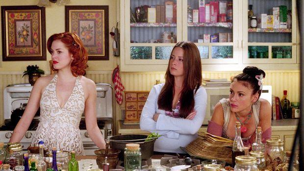 Paige (Rose McGowan, l.), Phoebe (Alyssa Milano, r.) und Piper (Holly Marie C...