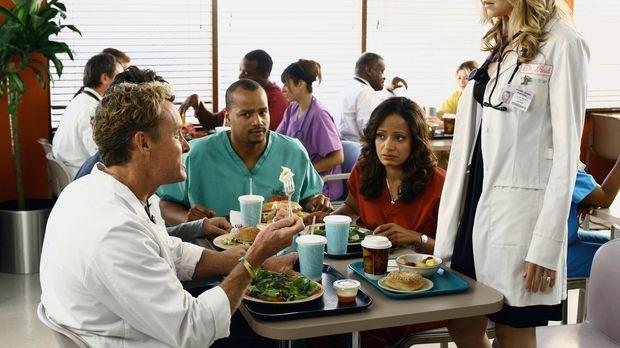 Während Elliott (Sarah Chalke, r.) private Probleme hat, stehen Turk (Donald...