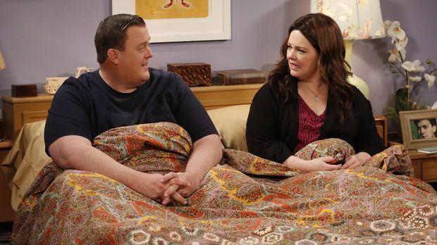 Mike (Billy Gardell, l.) und Molly (Melissa McCarthy, r.) hoffen sehr, dass s...