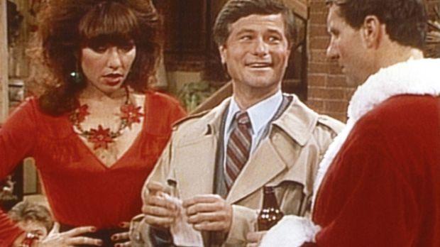 Peggy (Katey Sagal, l.) und Al (Ed O'Neill, r.) bekommen Besuch vom Leiter de...