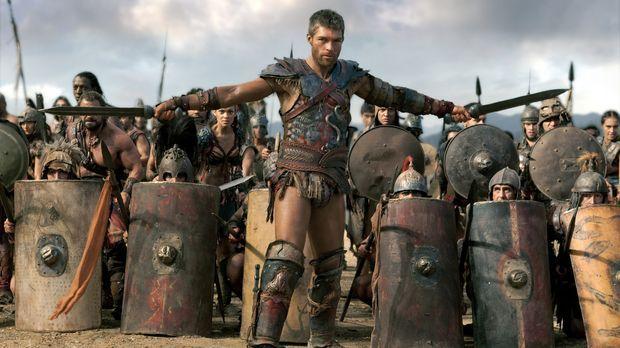 Gemeinsam mit allen seinen Kämpfern zieht Spartacus (Liam McIntyre) in das le...